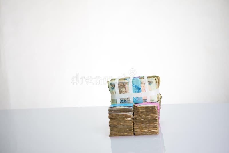 Moeda local N1000 de Nigéria, N200, notas do naira N500 em uma correia do withwhite do pacote fotografia de stock royalty free