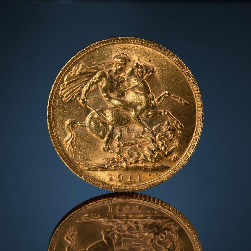 Moeda soberana dourada velha imagem de stock royalty free