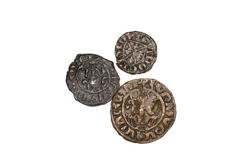 Moedas de bronze armênias antigas no fundo branco imagem de stock