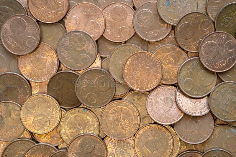Moedas de cobre de cinco centavos imagens de stock royalty free