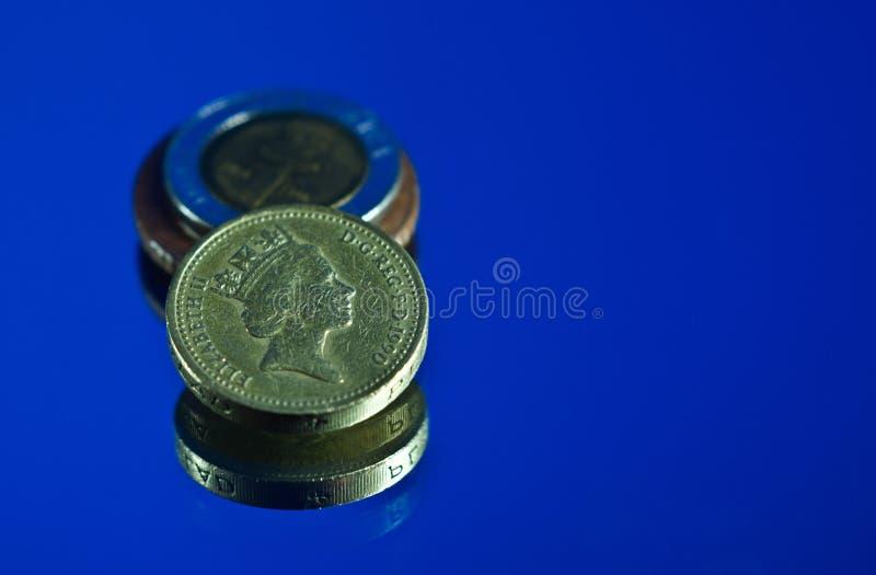 Moedas de libra britânica imagem de stock royalty free