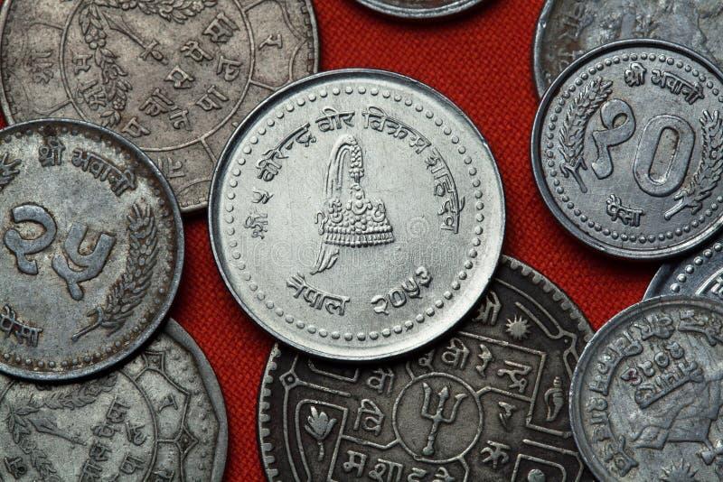 Moedas de Nepal Coroa real nepalesa foto de stock