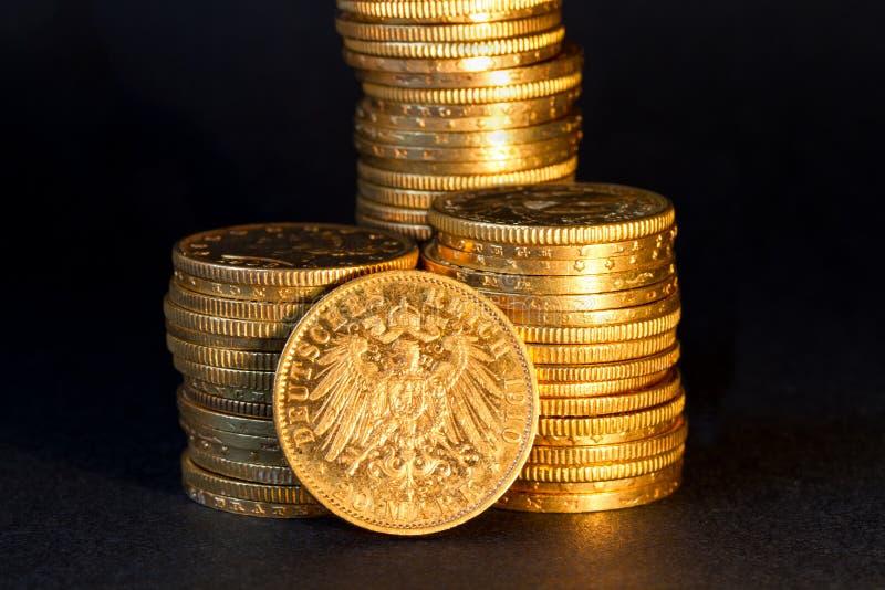 Moedas de ouro alemãs. foto de stock royalty free