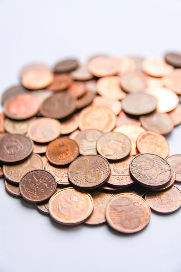 Moedas do Euro da denominação diferente liberadas por Letónia fotografia de stock