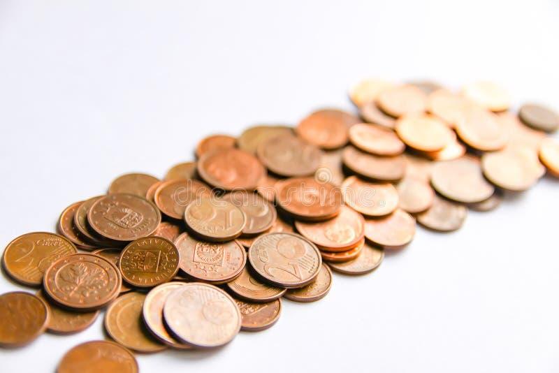 Moedas do Euro da denominação diferente liberadas por Letónia foto de stock