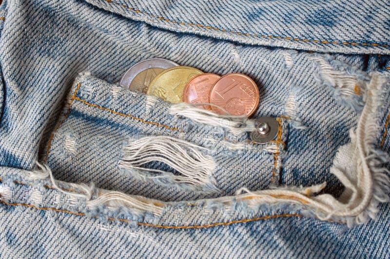 Moedas do Euro no bolso da lata imagens de stock royalty free
