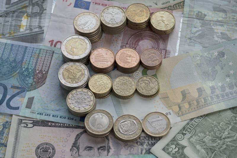Moedas do Euro sob a forma de um euro- sinal fotos de stock royalty free