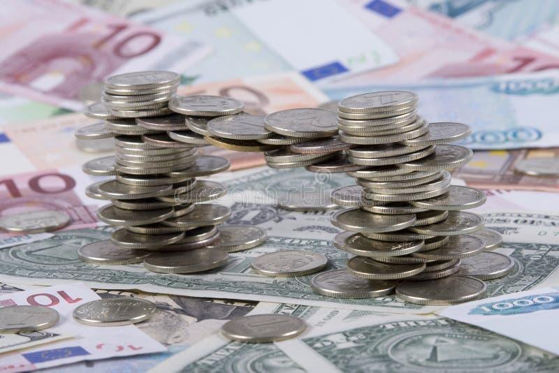 Moedas e notas de banco fotografia de stock royalty free