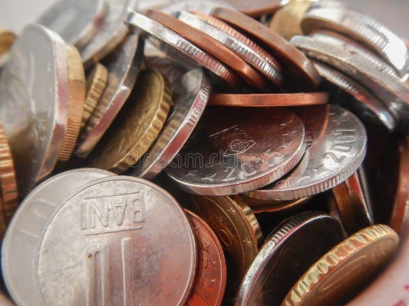 Moedas na moeda europeia imagem de stock