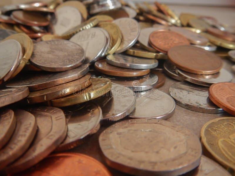 Moedas na moeda europeia fotos de stock