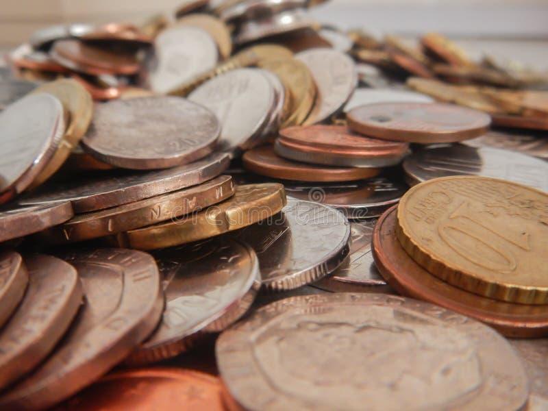 Moedas na moeda europeia imagens de stock royalty free