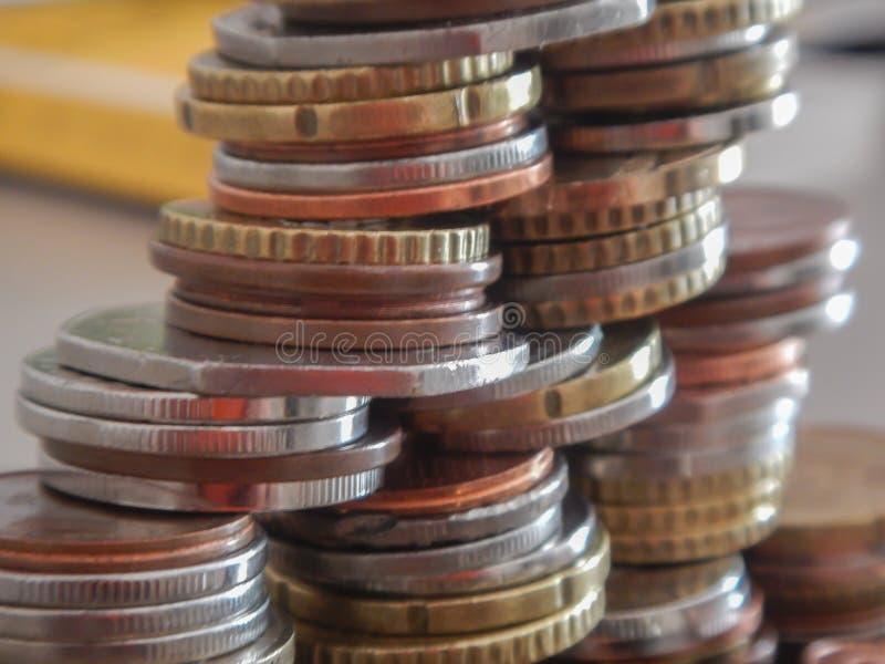 Moedas na moeda europeia foto de stock