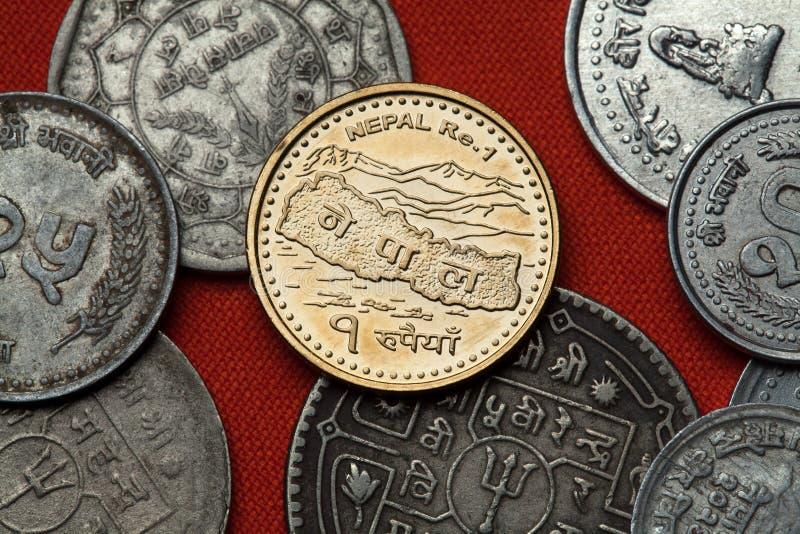 Moedas nepalesas Mapa de Nepal e dos Himalayas imagens de stock