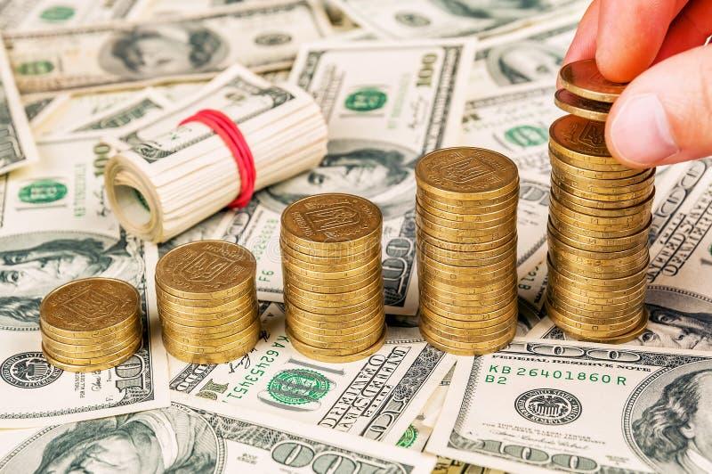 Moedas ucranianas em dólares fotos de stock royalty free
