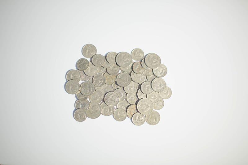 Moedas velhas do russo no fundo branco Moeda velha do russo Rublos de russo e kopecks velhos antic Fundo da moeda foto de stock royalty free