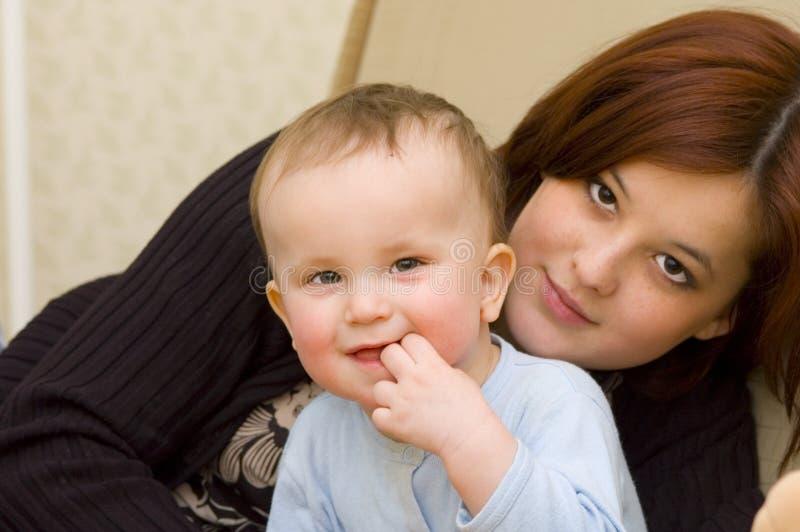 Moeder & zoon stock afbeeldingen