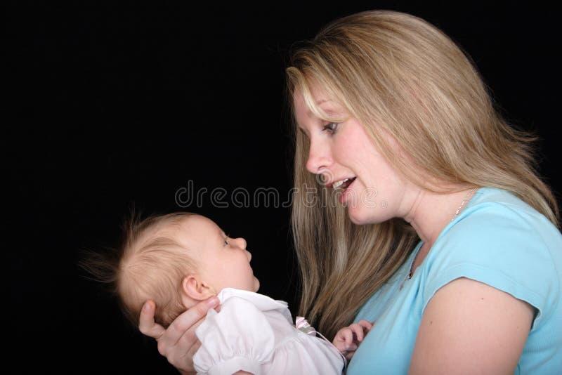 Moeder die aan Dochter spreekt royalty-vrije stock foto's
