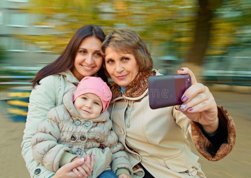 Moeder, dochter en kleindochter selfie royalty-vrije stock afbeelding