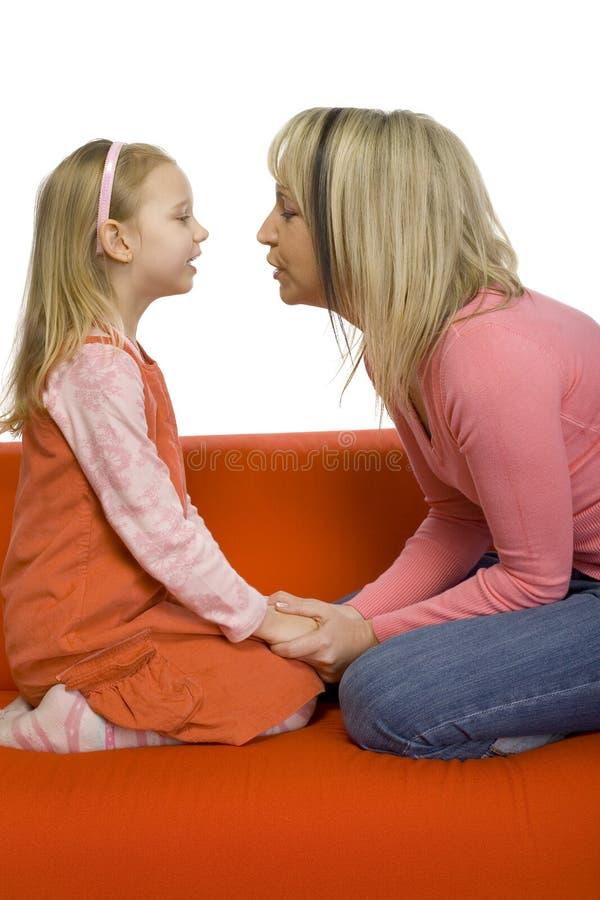 Moeder-dochter gesprek stock foto