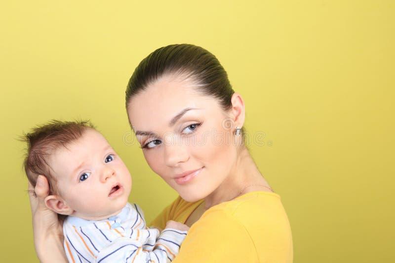 Download Moeder en baby stock afbeelding. Afbeelding bestaande uit pasgeboren - 10779275