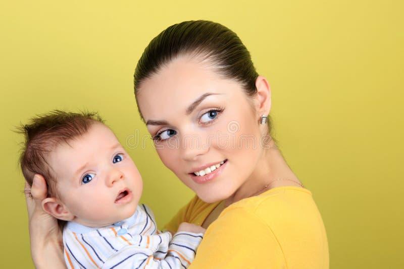 Download Moeder en baby stock foto. Afbeelding bestaande uit gezond - 10779356