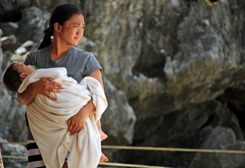 Moeder en baby in Coron royalty-vrije stock foto