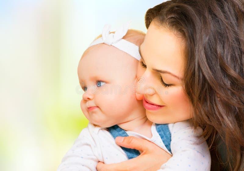 Moeder en baby samen stock foto's