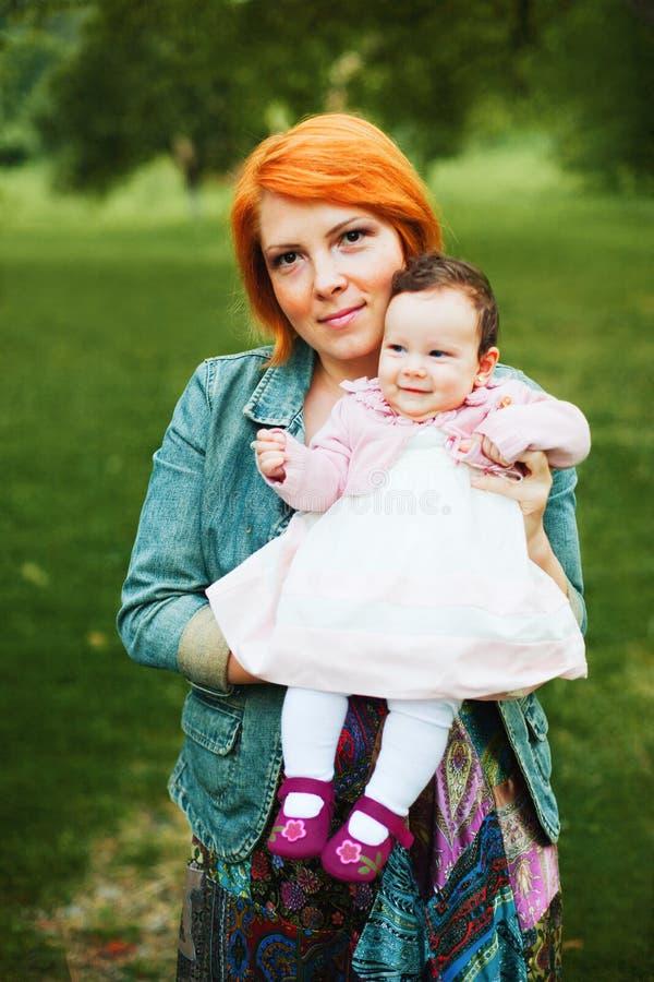 Moeder en babymeisje stock foto's
