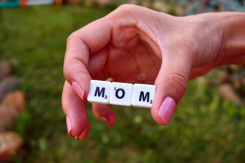 Moeder en Dochter Liefde aan moeder stock afbeeldingen