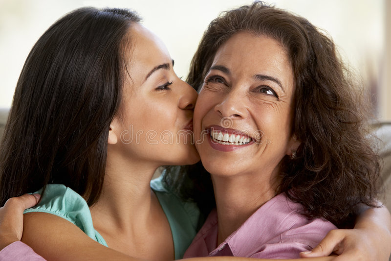 Moeder en Dochter samen thuis royalty-vrije stock fotografie