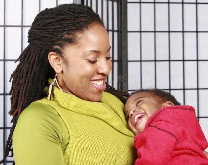 Moeder en gelukkige baby royalty-vrije stock fotografie