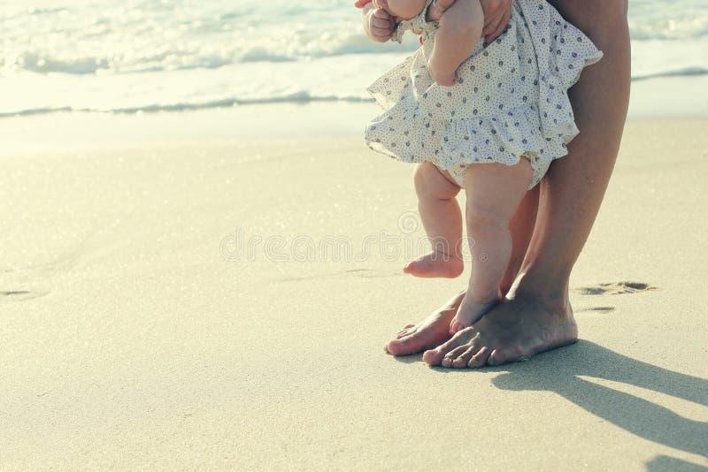 Moeder en haar leuke baby royalty-vrije stock afbeeldingen