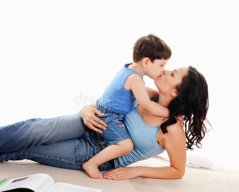 Moeder en haar zoon royalty-vrije stock afbeeldingen