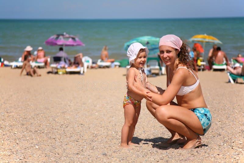 Moeder en het kind stock foto