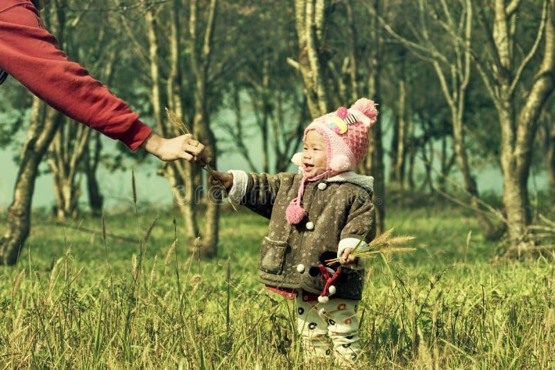 Moeder en jong geitje royalty-vrije stock afbeelding