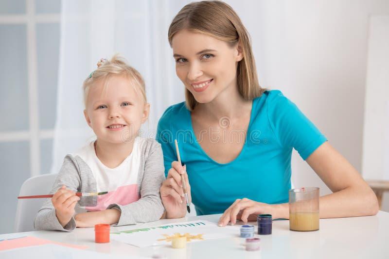 Moeder en Kind het Concept van de de Liefdezorg van het Ouderschapmoederschap royalty-vrije stock fotografie