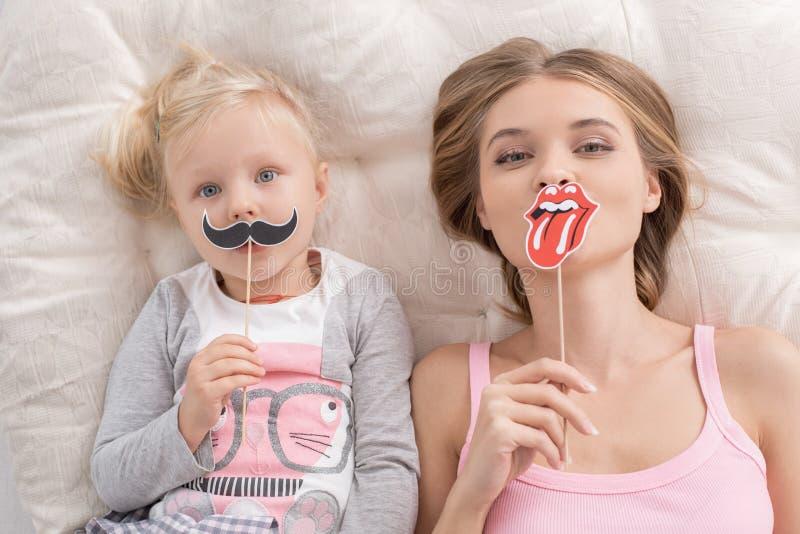 Moeder en Kind het Concept van de de Liefdezorg van het Ouderschapmoederschap stock foto