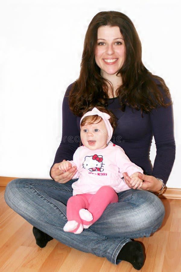 Moeder en kleine baby stock afbeelding