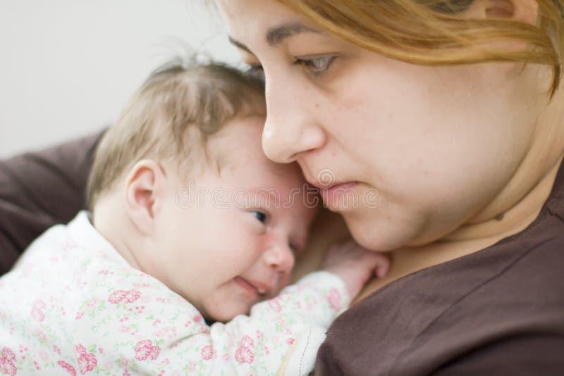 Download Moeder en pasgeboren baby stock foto. Afbeelding bestaande uit holding - 39113284
