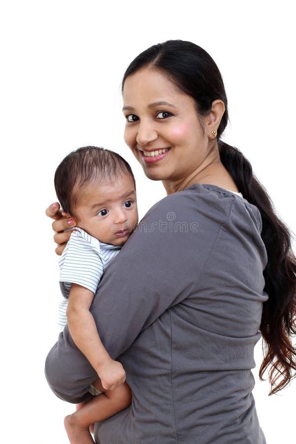 Moeder en pasgeboren babyliefde stock afbeeldingen