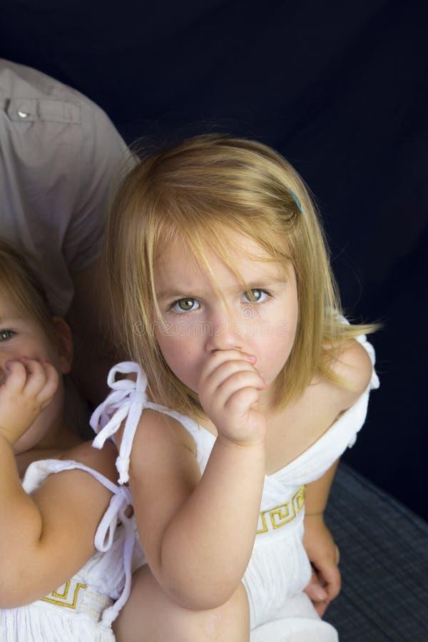 Moeder en tweelingmeisjes stock fotografie