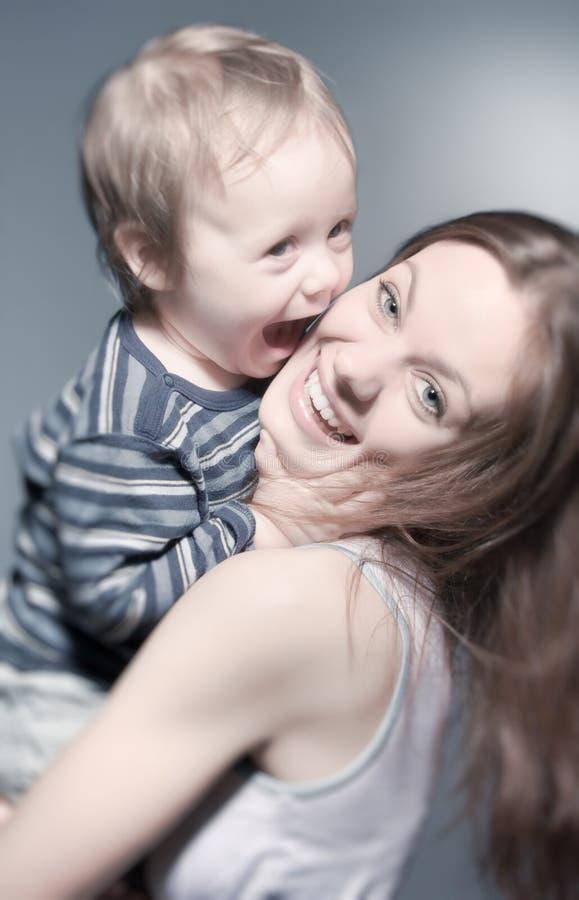 Moeder en zoon stock afbeeldingen