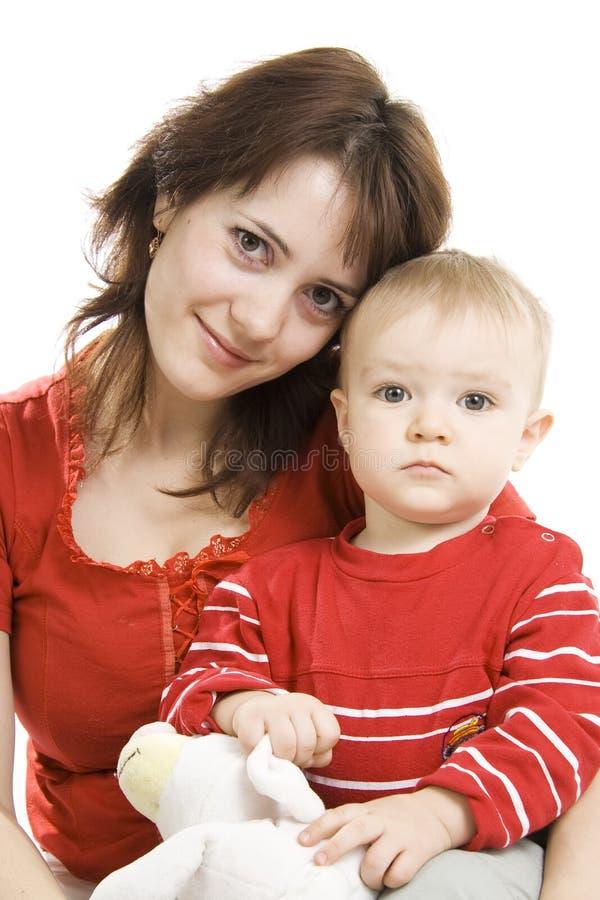 Moeder en Zoon die op wit wordt geïsoleerdc. stock foto