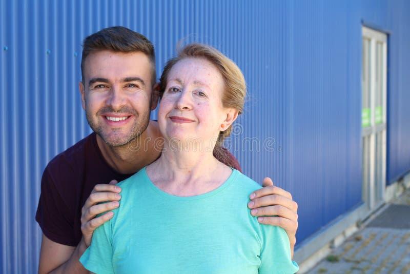 Moeder en zoons samen portret stock foto