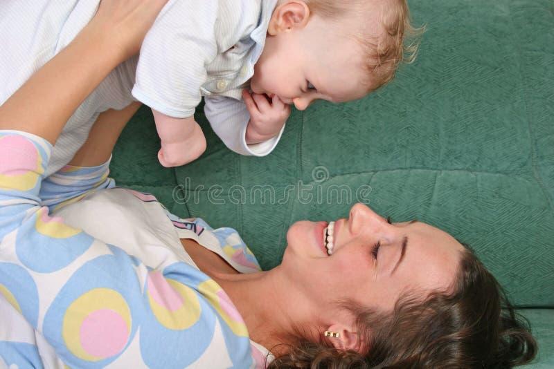 Moeder met baby 2 stock afbeeldingen