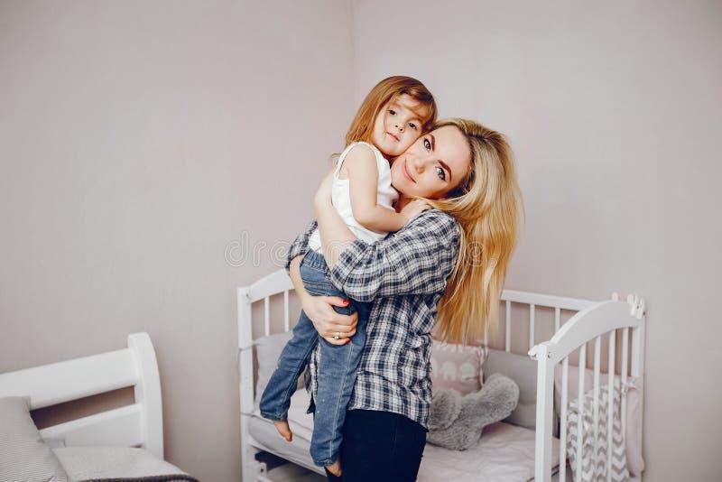 Moeder met dochter stock fotografie