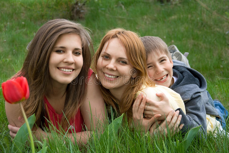 Moeder met dochter en zoon stock foto