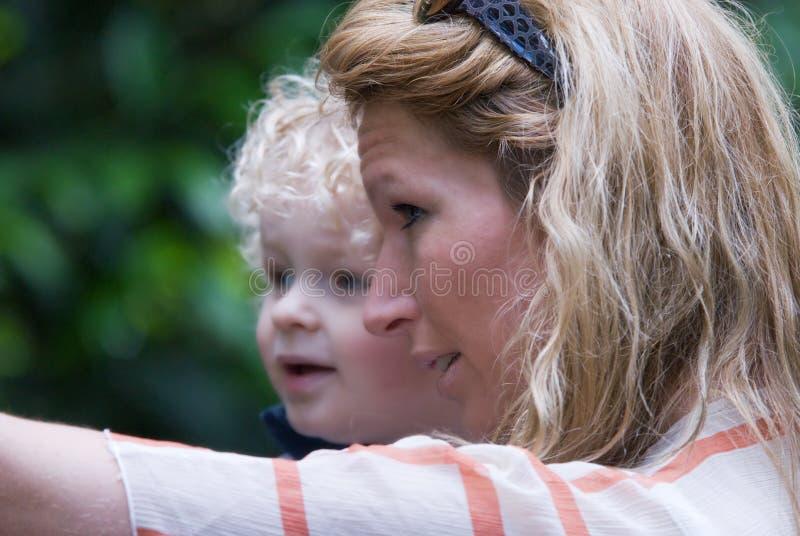Moeder met gelukkig kind royalty-vrije stock afbeelding