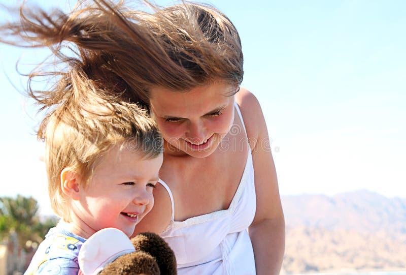 Moeder met haar zon royalty-vrije stock fotografie