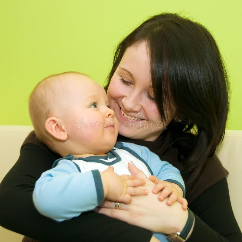Moeder met haar zoon royalty-vrije stock foto